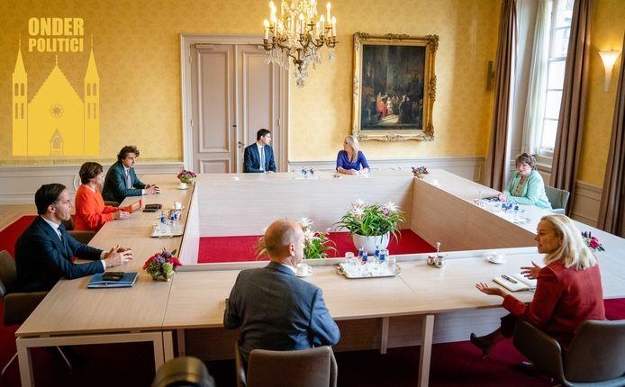 Informateur Mariëtte Hamer met fractievoorzitters Gert-Jan Segers (ChristenUnie), Sigrid Kaag (D66), Mark Rutte (VVD) Lilianne Ploumen (Pvda), Jesse Klaver (Groenlinks), Wopke Hoekstra (CDA) en Lilian Marijnissen (SP).