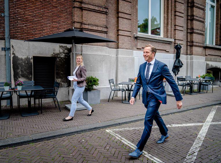Demissionair Minister Hugo de Jonge van Volksgezondheid, Welzijn en Sport komt aan op het Binnenhof voor de wekelijkse ministerraad. Beeld ANP