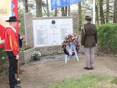 Defensie-attaché VS aanwezig bij dodenherdenking Bladel