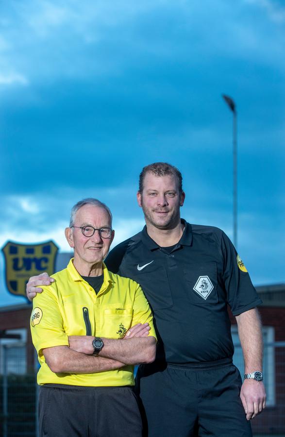 Scheidsrechters Henk Sukkel (links) en Michael Vink (rechts). Vink: 'Of de derde klasse mijn plafond is? Deze competitie wel. Volgend seizoen wil ik mijn best doen om naar de tweede klasse te promoveren.'