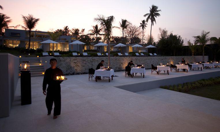 Dinner Het gezin bouwde op Lombok een paradijselijk hotel uit. Het koppel bouwde op Lombok een paradijselijk hotel uit.