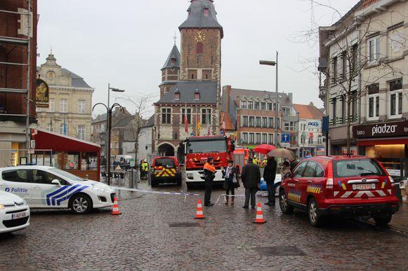 De omgeving van de Markt werd anderhalf uur afgesloten voor alle verkeer.