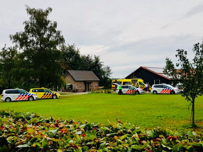 Voor het ongeluk in Wenum-Wiesel kwamen veel hulpdiensten ter plaatse. Een traumahelikopter landde in een naastgelegen weiland.