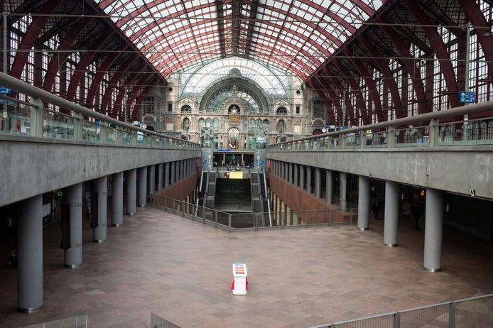 """""""Une petite belle gare"""" volgens Leopold II."""