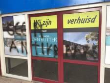 Zwembad Tropical in Rijen bevuild door vandaal die graffiti spuit