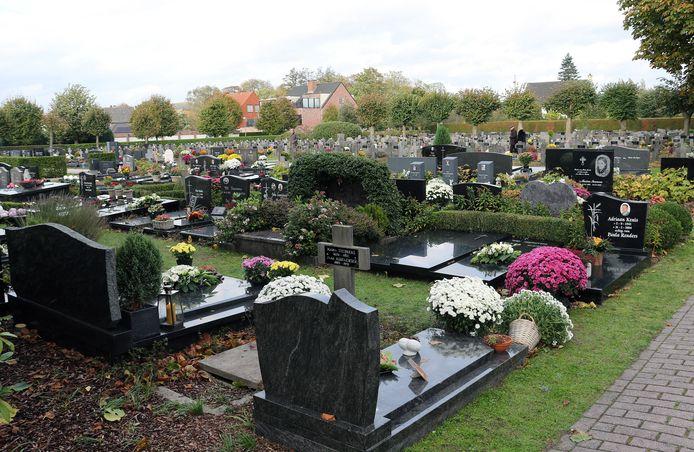 De graven tot 1975 worden ontruimd.