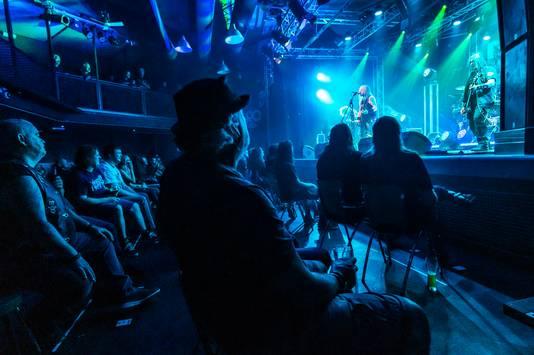 Een zit-concert van de Poolse death metal-band Vader in De Pul voor 100 mensen.