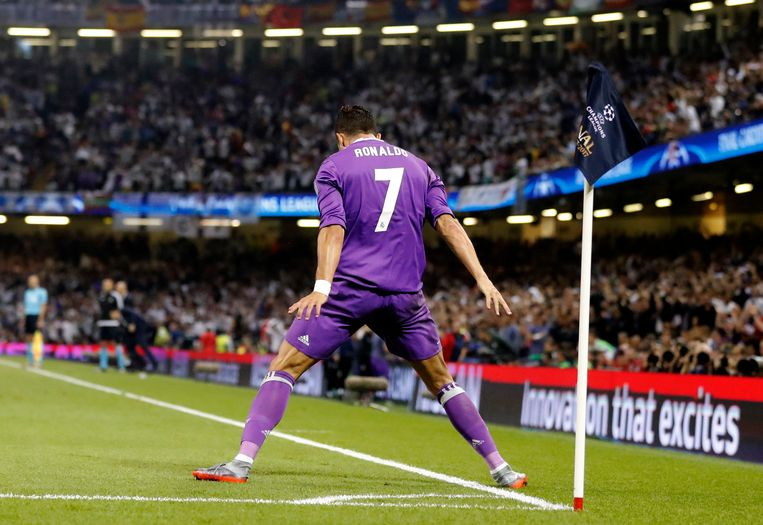 Real Madrid's Cristiano Ronaldo celebrates after scoring the opening goal during the Champions League final soccer match between Juventus and Real Madrid at the Millennium stadium in Cardiff, Wales Saturday June 3, 2017. (AP Photo/Frank Augstein) Beeld null
