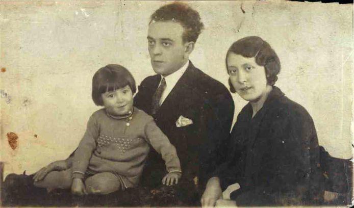 Vader Levie Velleman en moeder Betsie Velleman met dochter Cato uit Den Bosch werden in de Tweede Wereldoorlog door de Duitsers vermoord.