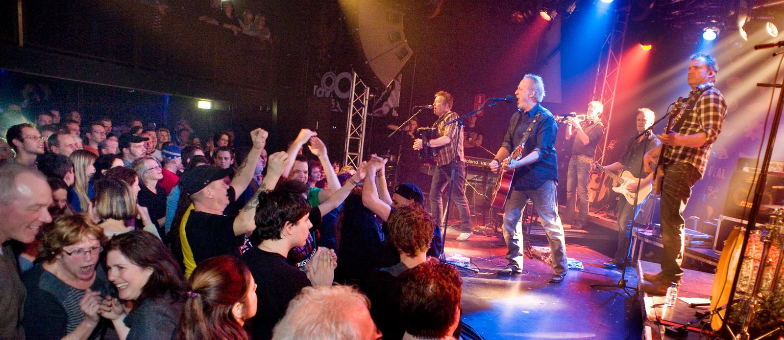Een volle zaal in De Pul tijdens een optreden van Rowwen Hèze. De band staat ook op het programma van Markant Uden