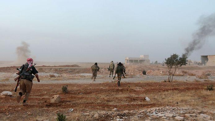Gevechten vlakbij de Syrische plaats Aleppo