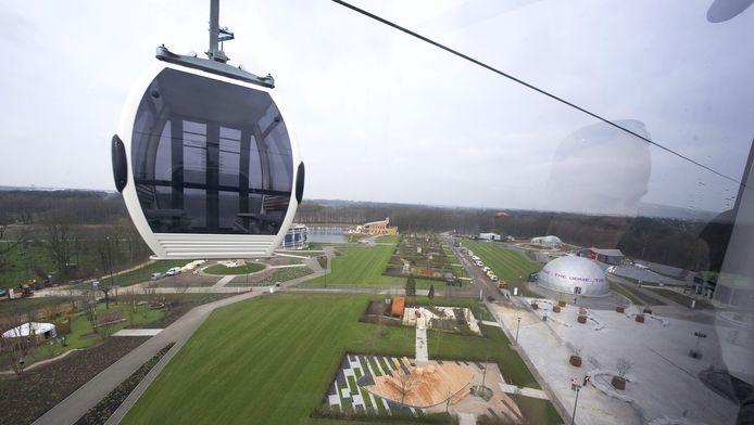 Kabelbaan over het terrein van de Floriade in Venlo in 2012.