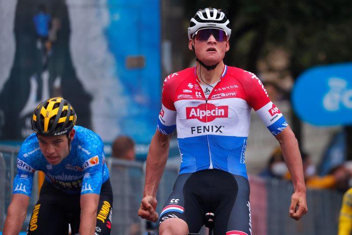 Van der Poel won dit jaar de derde etappe in Tirreno-Adriatico voor Van Aert.