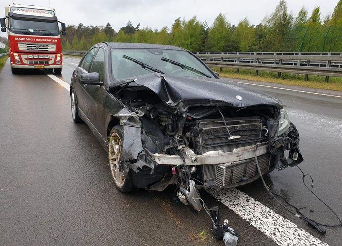 Een chauffeur van Maurang Transporten uit Helvoirt schoot te hulp bij eenzijdig ongeval en werd vervolgens bestolen.