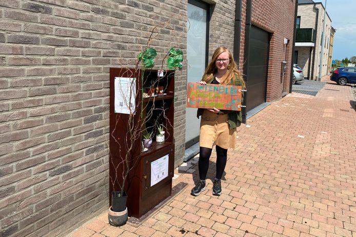 Däphny Surdiacourt startte langs Aaigemdorp 31 met een plantenbib.