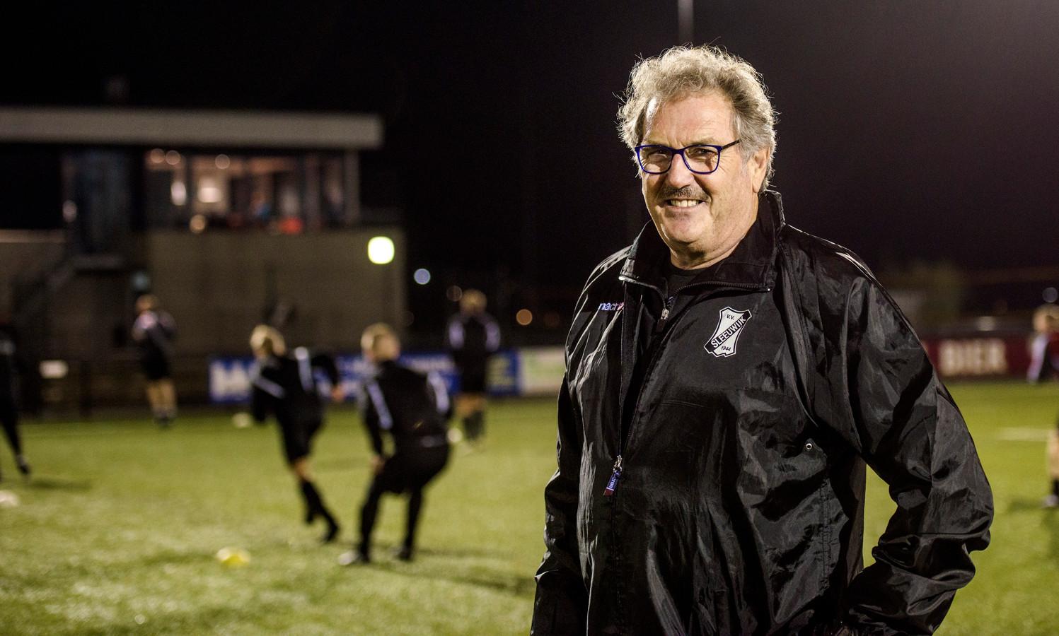 Pieter Tuns is een bekende trainer in het amateurvoetbal.