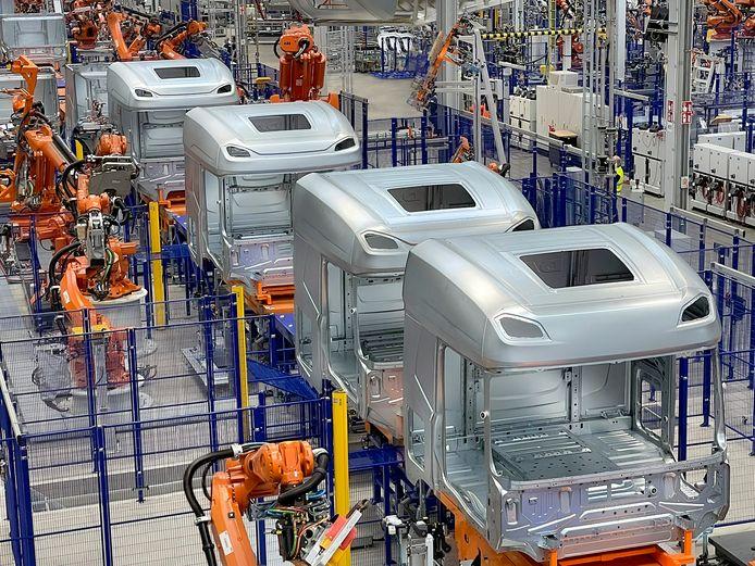 De productie van cabines van trucks vindt plaats in de DAF-fabriek in het Belgische Westerlo.