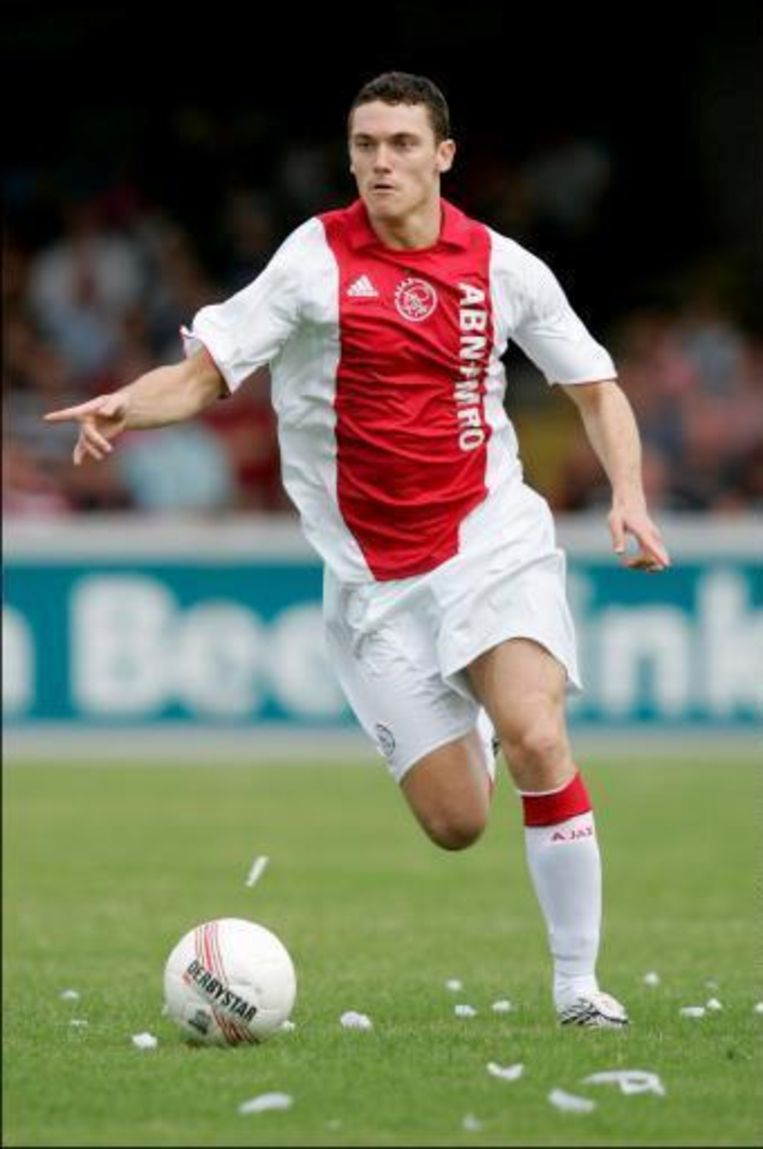 Thomas Vermaelen mocht van geluk spreken dat bij een penaltyfout van hem de bal niet op de stip belandde. Beeld UNKNOWN