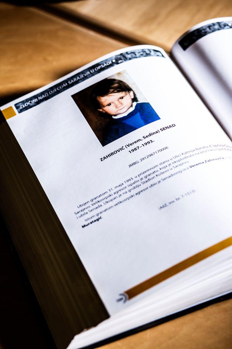 Brammertz: 'Dit boek werd gepubliceerd door de ouders van vermoorde kinderen in Sarajevo.' Beeld Franky Verdickt