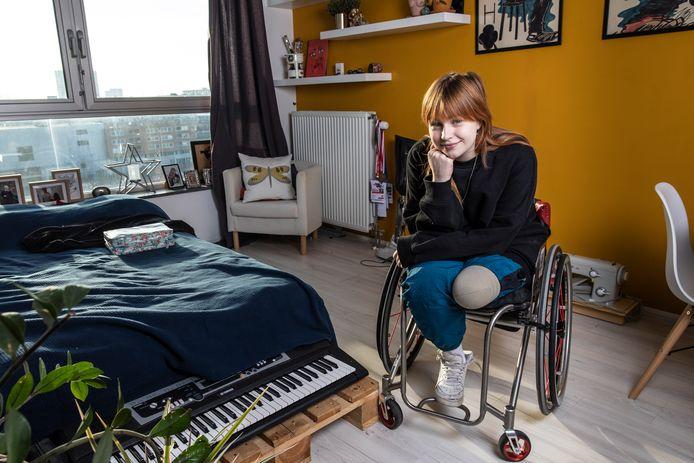 Elke van Achterberg (20) is rolstoelschermster en model.