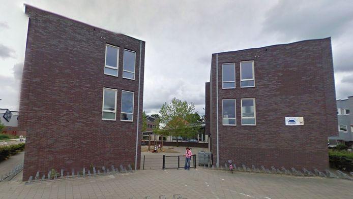 Het taalcentrum komt in een leegstaande school op de hoek Ringslang-Watersteeg in de wijk Nieuwland.