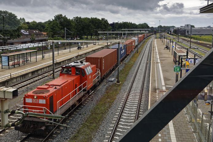 De goederentrein door Boxtel zorgen voor overlast en brengen risico's met zich mee.