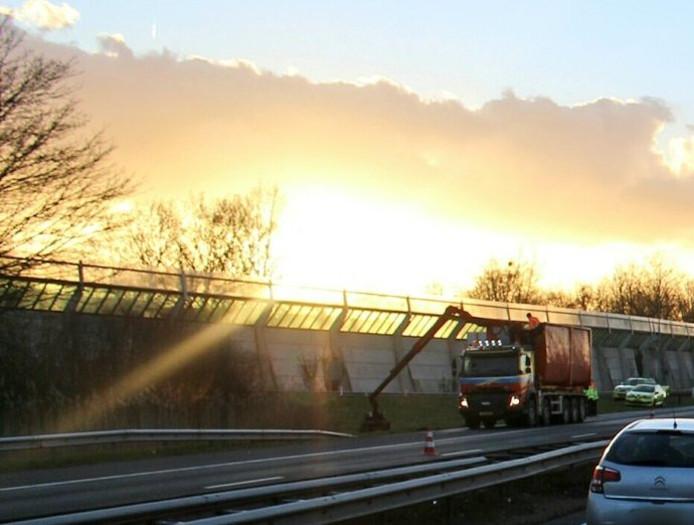 A15 afgesloten vanwege een vrachtwagen met pech.
