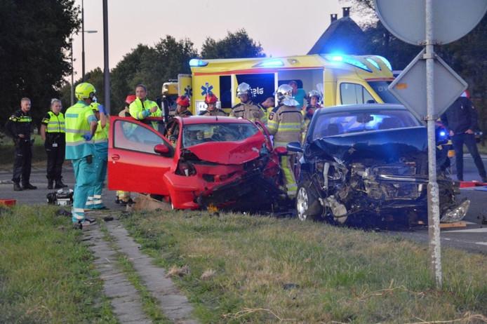 Automobilist zwaar gewond na ongeluk bij Wijhe, N337 deels afgesloten.
