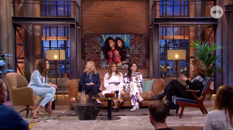 Merel Westrik en haar 'vriendinnen' in de talkshow Ladies Night. Beeld Net5