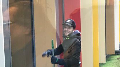 Tim 'Timtation' Wauters duikt op als ramenwasser in Aalst