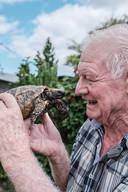 Nol Buijnink met Jodokus de schildpad