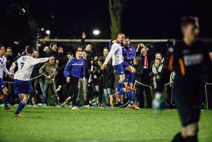 Drukte van jewelste langs de lijn bij Cluzona, in de bekerwedstrijd tegen Vlissingen. De ploeg uit Wouw hoopt op veel support tijdens het KNVB-bekerduel met SteDoCo.