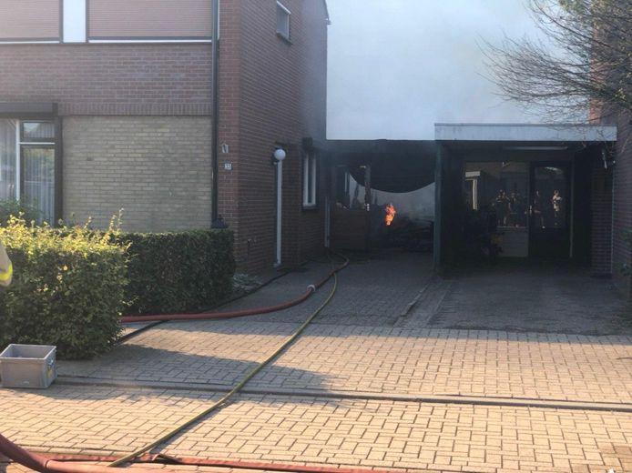 Brand heeft vrijdagavond een schuur bij een woning aan de IJsselweg in Gendringen verwoest.
