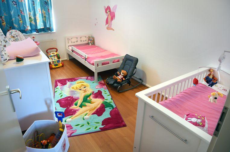 Moustafa heeft een slaapkamer ingericht voor als zijn kleinkinderen terugkomen.  Beeld Marcel van den Bergh