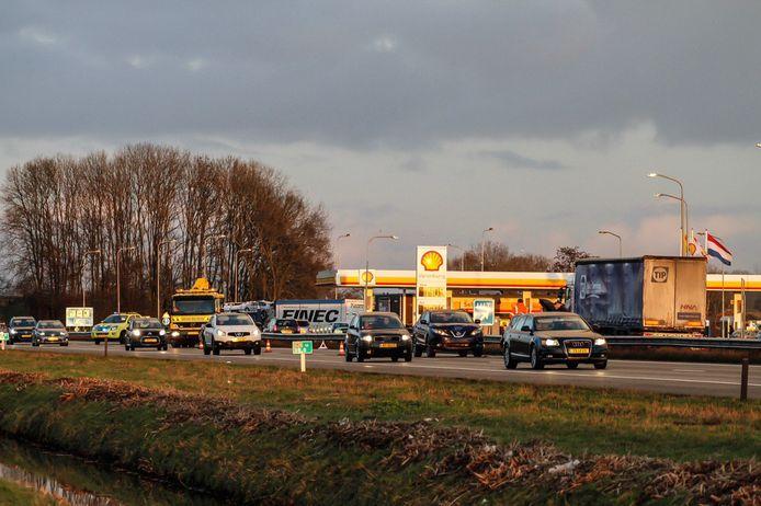 Op de A28 tussen Harderwijk en Nijkerk kwamen twee personenauto's in botsing. Het ongeval zorgde voor een flinke file met een vertraging van meer dan een half uur.