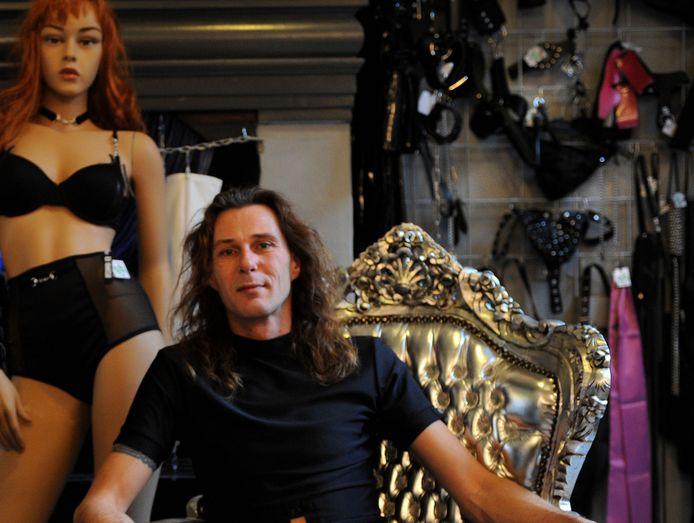 Ivo Greeven in zijn voormalige winkel aan de Rotterdamse Kaai in Middelburg.