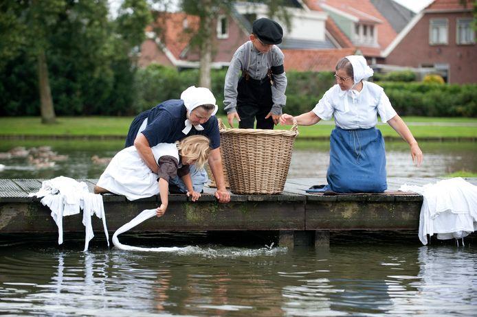 Rijssense vrouwen wasten vroeger hun kleding op maandag in de vijver van de Weijerd.