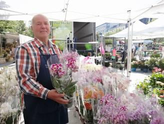 """Daniël (73) verkoopt al 65 jaar bloemen op de Kouter: """"Vroeger kwamen we met de stootkar uit Evergem, eerst naar de vroegmis in Gent en dan naar de Kouter"""""""