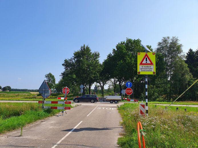 De huidige koude oversteek van de N397 vanaf de Boevenheuvel Bergeijk die moet worden omgebouwd tot rotonde met de Diepveldenweg.