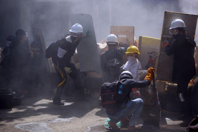 Ondanks het bloedbad gisteren in Yangon trotseerden ook vandaag veel demonstranten de veiligheidstroepen.