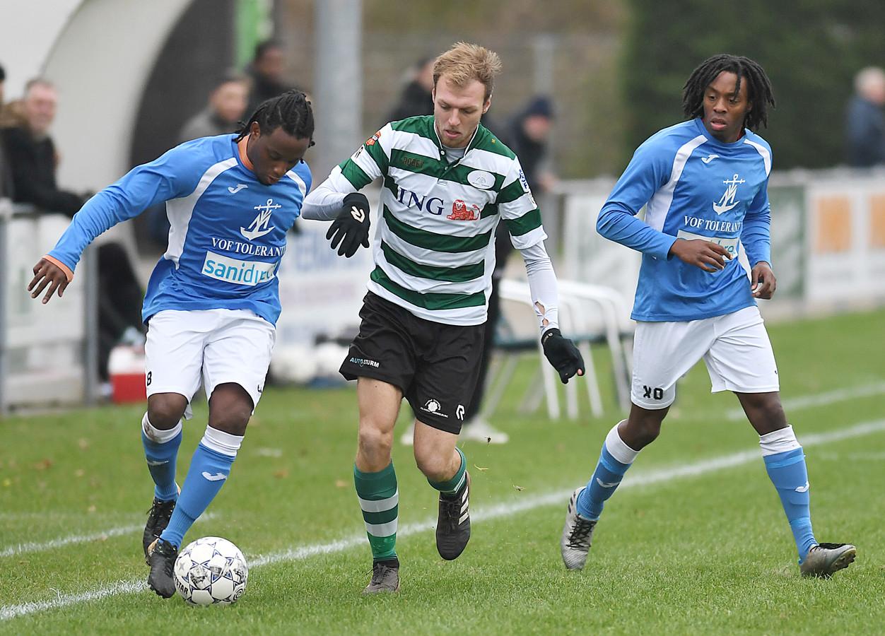 Zeelandia Middelburg en VC Vlissingen (blauwe shirts) waren toppers in het zondagvoetbal en willen nu de top bestormen in het zaterdagvoetbal.