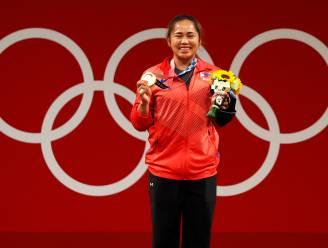 Filipijnen bedanken gewichthefster Hidilyn Diaz voor eerst Filipijns goud op Spelen met half miljoen en twee huizen