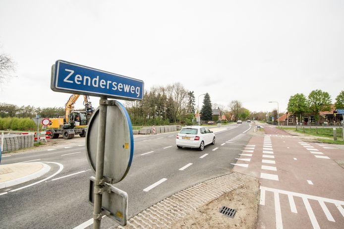 De Zenderseweg is de belangrijkste weg tussen Albergen en Zenderen. In Zenderen is de verkeersdruk momenteel heel hoog, omdat dit dorp als sluiproute wordt gebruikt bij verkeersoverlast op de A1 en A35.