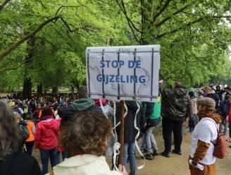 Vijfhonderdtal mensen betogen in Ter Kamerenbos tegen coronamaatregelen