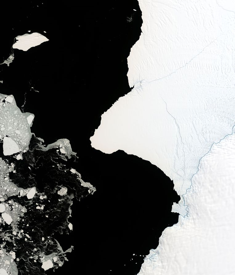 In de Brunt-ijsplaat zitten twee grote scheuren. Als die bij elkaar komen, breekt een ijsberg van 1.594 vierkante kilometer af. Beeld Photo News