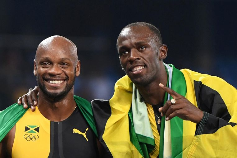Asafa Powell hier met landgenoot Usain Bolt na het winnen van de 4 x 100 meter op de Olympische Spelen in Rio in 2016