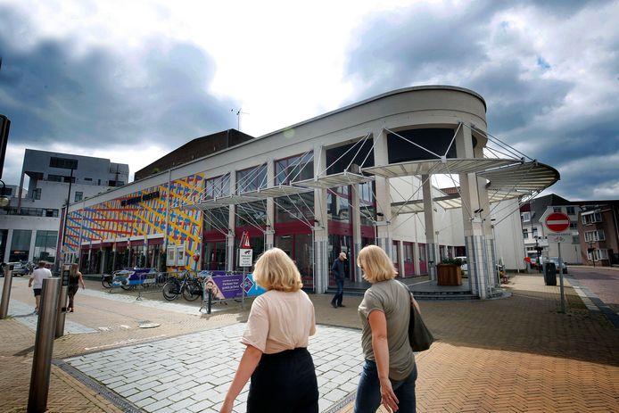 Theater De Nieuwe Doelen. Het college overweegt een Europese aanbesteding voor de exploitatie van het pand, terwijl het eerst opriep om plannen in te leveren.