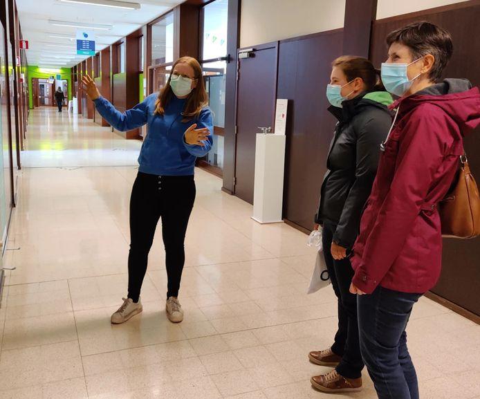 Hogeschool Odisee ontvangst zaterdag opnieuw geïnteresseerde studenten tijdens een fysieke infodag op de campus in Sint-Niklaas.