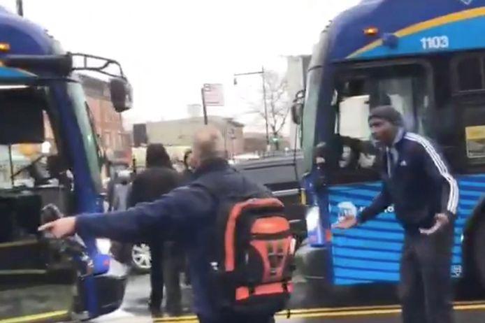 De twee buschauffeurs wilden niet van wijken weten.