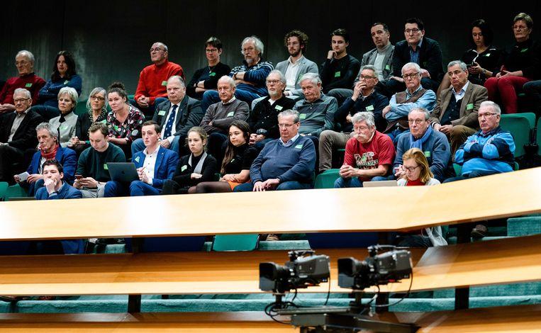 Zeeuwen op de publieke tribune tijdens het Tweede Kamerdebat over de voorgenomen verhuizing van de marinierskazerne in Doorn. Beeld ANP